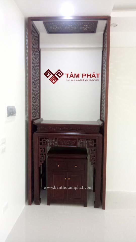 Mẫu bàn thờ đẹp gỗ Sồi kích thước 61x107 kết hợp với vách ngăn