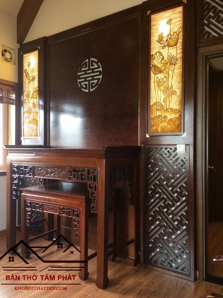 Bàn thờ làm từ gỗ hương BTH025 có vách ngăn CNC tạo không gian thờ cúng trang nghiêm