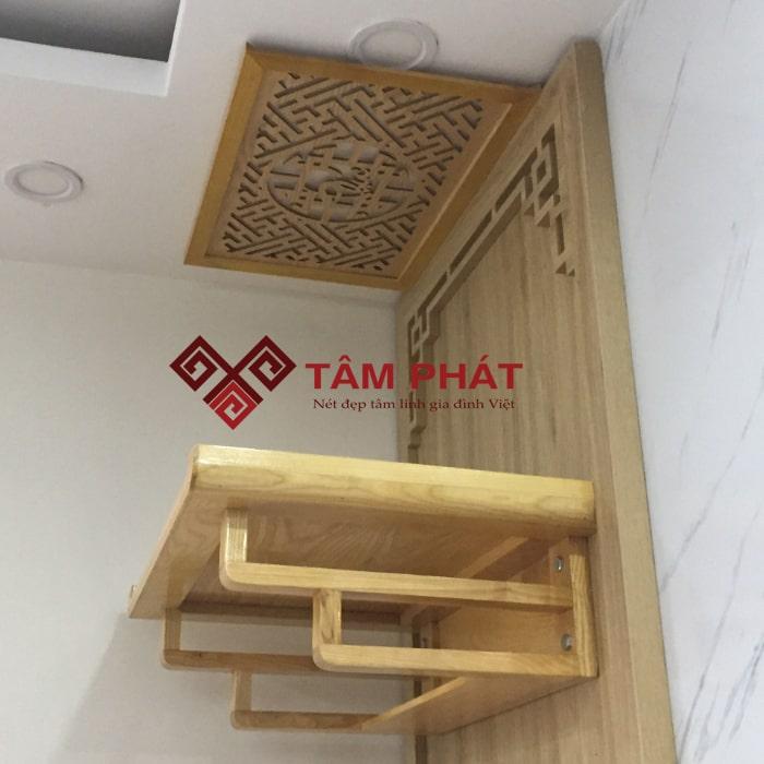 Thiết kế ngăn nhỏ ở dưới hiện đại, tiện lợi của mẫu bàn thờ TT0093 đạt kích thước bàn thờ treo tường chuẩn phong thủy