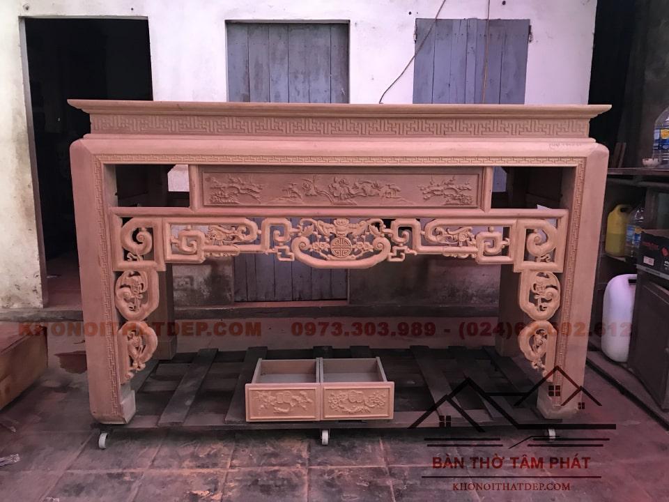 Mẫu bàn thờ BT024 với những họa tiết, hoa văn cầu kỳ, sang trọng