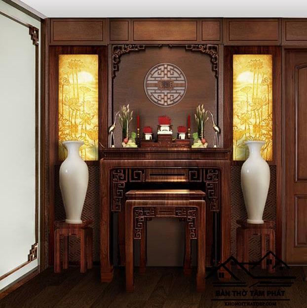 Bàn thờ bằng gỗ bền bỉ và mang vẻ đẹp sang trọng