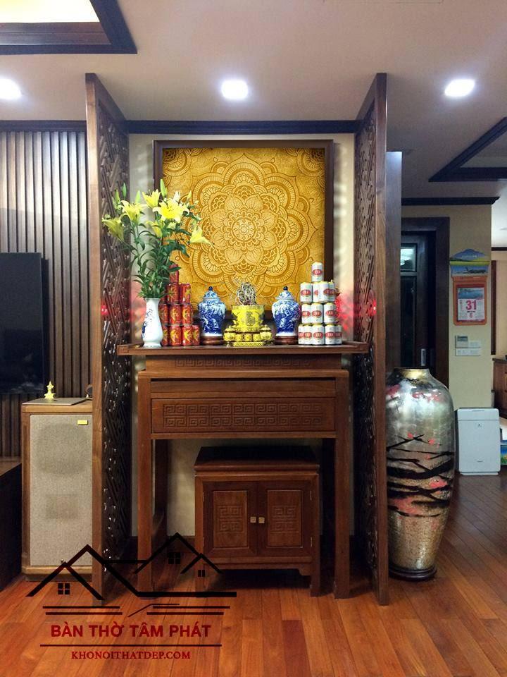 Bàn thờ kết hợp với ngăn tủ giúp người dùng có nhiều không gian sử dụng, đặc biệt là trong những ngày lễ, tết