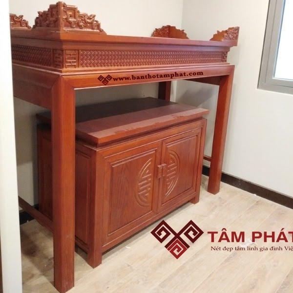 Bàn thờ được làm từ nhiều loại gỗ khác nhau