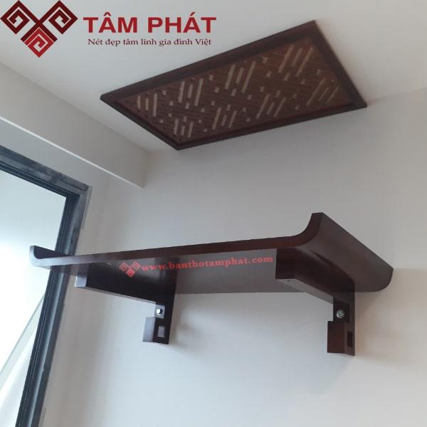 Đặt bàn thờ treo tường ở vị trí không đi qua lại phía dưới