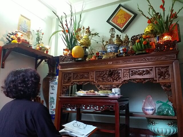 Xem ngày xem ngày chuyển bàn thờ, Thủ tục chuyển bàn thờ sang vị trí khác trong nhà. Thủ tục chuyển bàn thờ cũ sang bàn thờ mới, thủ tục thay bàn thờ mới