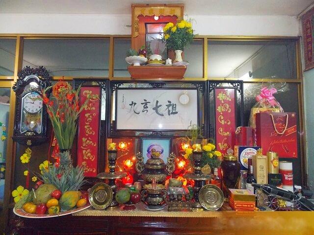Bàn thờ gia tiên gồm những gì? Cách sắp xếpBàn Thờ Gia Tiên theo phong tục Việt Nam đúng chuẩn. Bố trí bày biện, trang trí bàn thờ thật đẹp đơn giản tại nhà