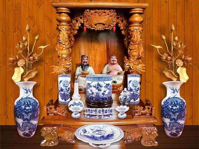 Cách đặt bàn thờ Thần Tài Thổ Địa trong nhà theo Hướng, theo Tuổi hợp Phong Thủy . Chọn Kích Thước bàn thờ Thần Tài phù hợp Vị Trí Đặt bàn thờ Ông Thần Tài