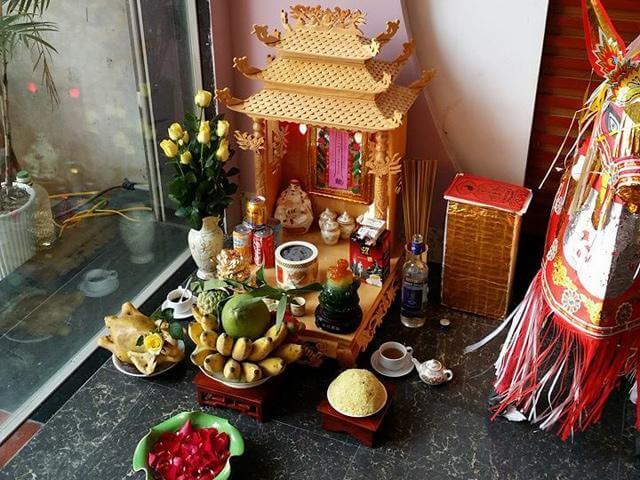 Vị trí đặt bàn thờ Thần Tài tốt nhất là ở gần cửa ra vào