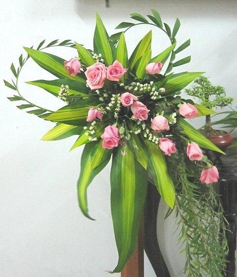 Cách cắm hoa để bàn thờ Chúa đẹp đơn giản, dễ làm tại nhà