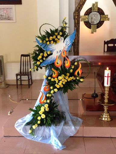 Cách cắm hoa để bàn thờ chúa