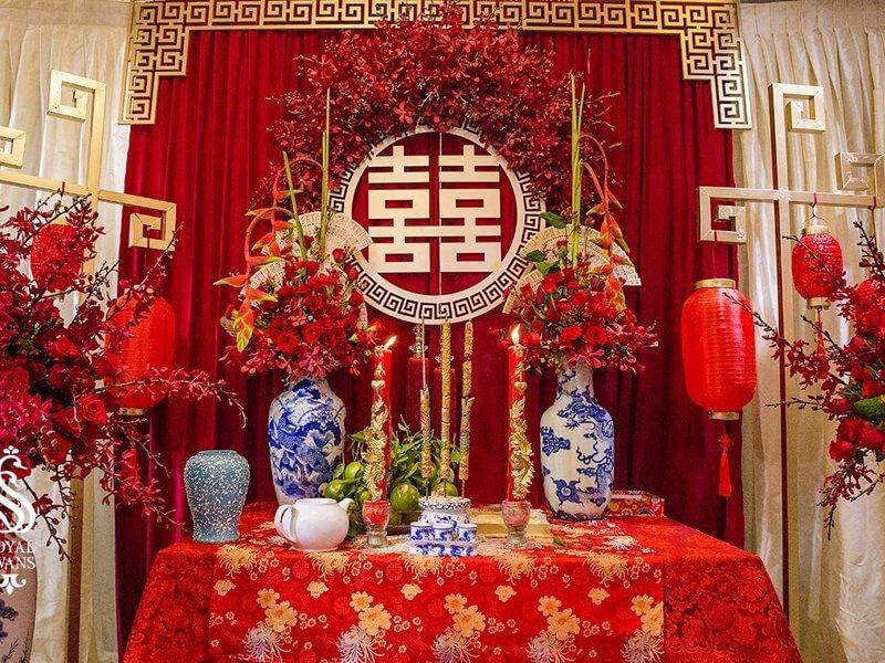 Những loại hoa nào nên cắm trên bàn thờ ngày cưới