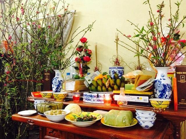 Cách cắm hoa để bàn thờ ngày Tết đẹp đón năm mới sung túc
