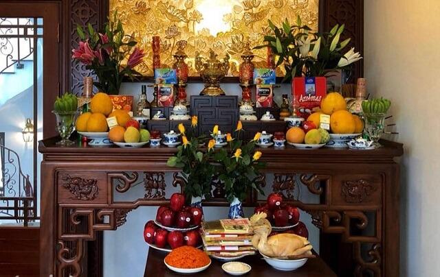 Khi lắp đặt bàn thờ nên lựa chọn hướng đặt phù hợp tuổi gia chủ