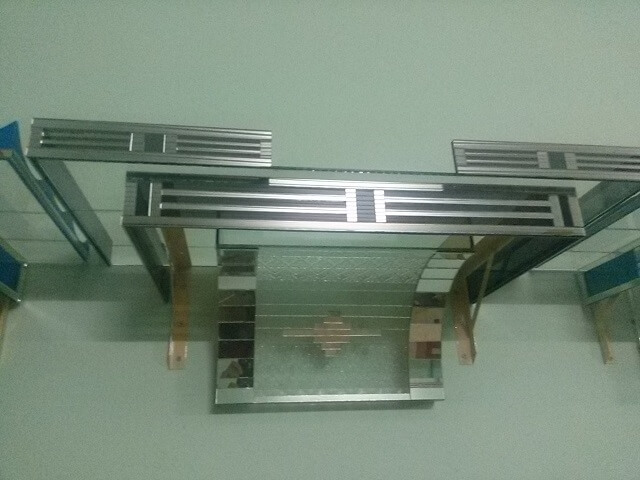 Giá bàn thờ treo tường bằng kính