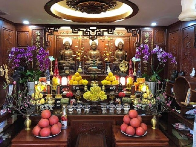 Cắm hoa bàn thờ Phật