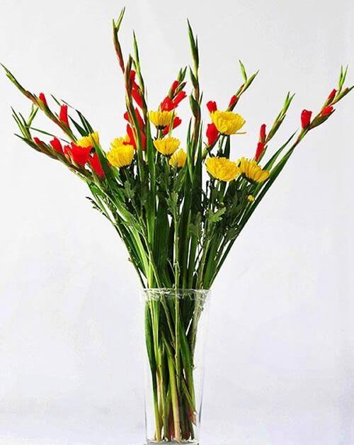 Cách cắm hoa lay ơn để bàn thờ