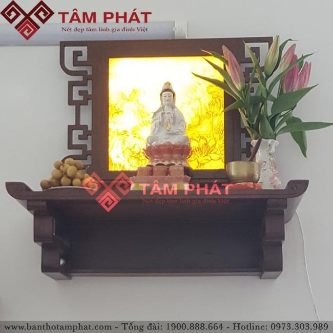 Lắp đặt bàn thờ treo thờ Phật và thần linh cùng tranh trúc chỉ