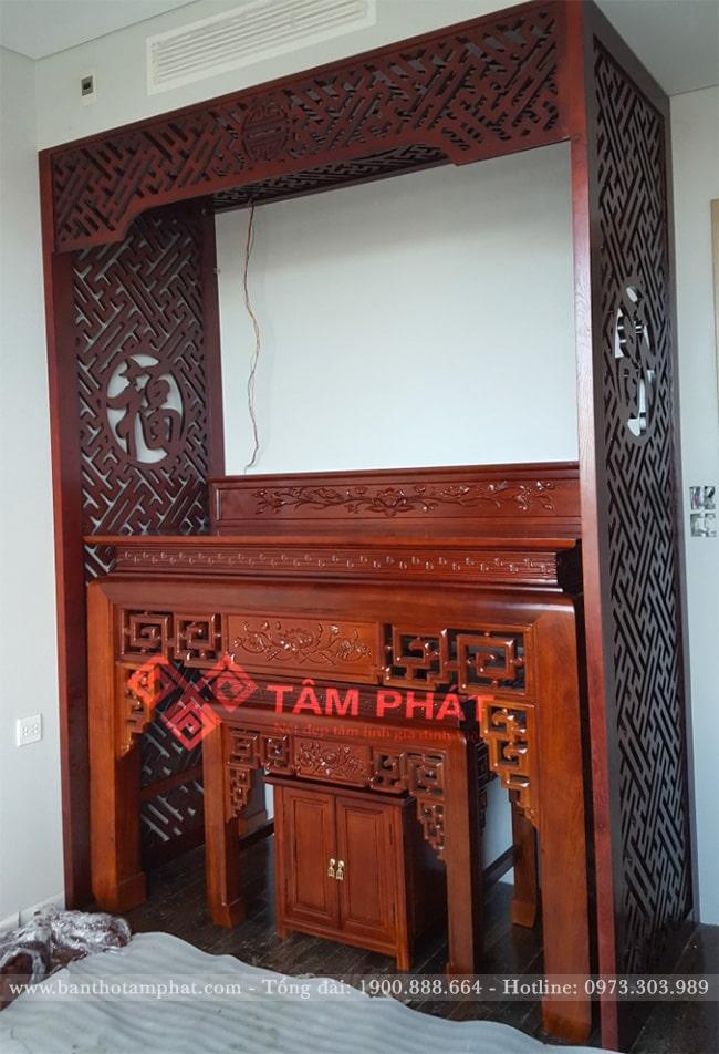 Không gian thờ tự trang nghiêm với mẫu bàn thờ đẹp cùng vách ngăn