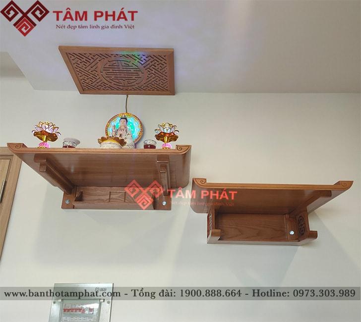 Tầng trên có thể sắp xếp thành bàn thờ Phật, tầng dưới để bàn thờ gia tiên truyền thống