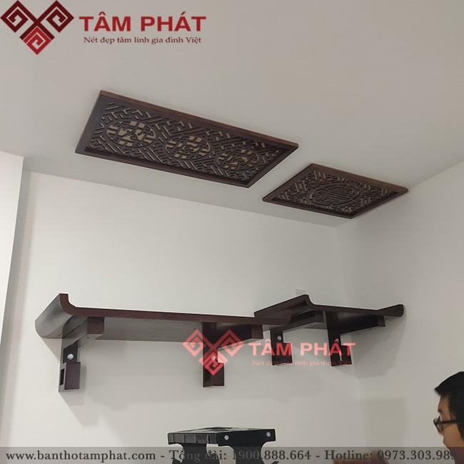 Bàn thờ treo 2 tầng kết hợp tấm chống ám khói trang trí và tiện ích
