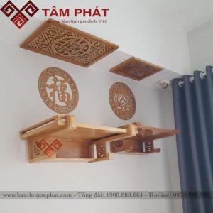 Mặt bàn thờ được làm thêm thành bao quanh vững chắc