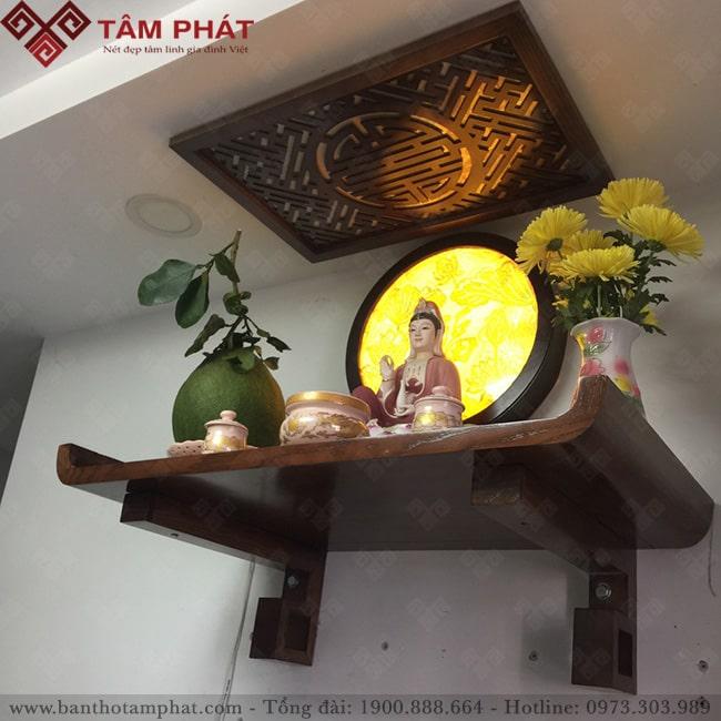 Bàn thờ treo kích thước nhỏ dùng để thờ Phật