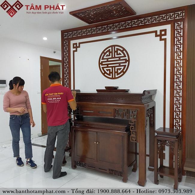 Vận chuyển và lắp đặt miễn phí mẫu bàn thờ gỗ Gụ Lào BT-1108 sang trọng