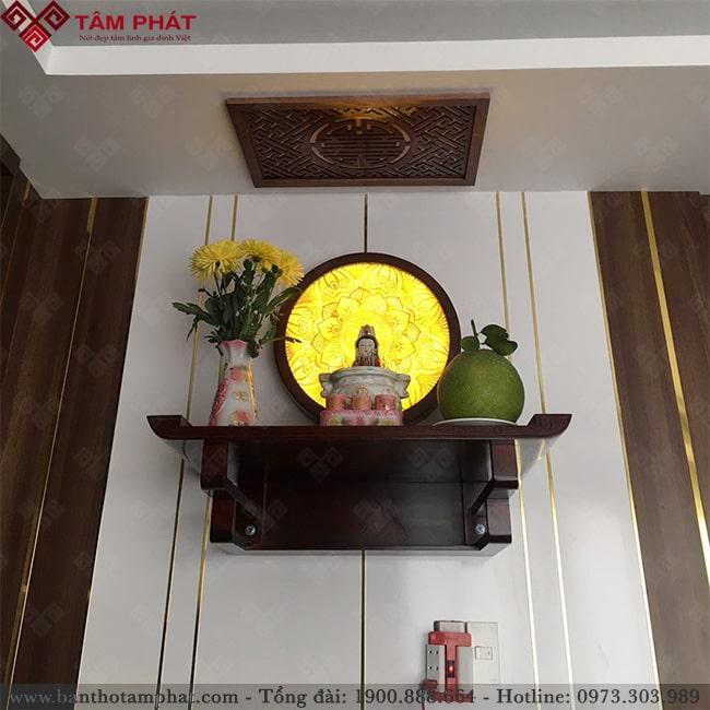 Khách hàng có thể chọn nhiều loại tranh kết hợp với bàn thờ Phật